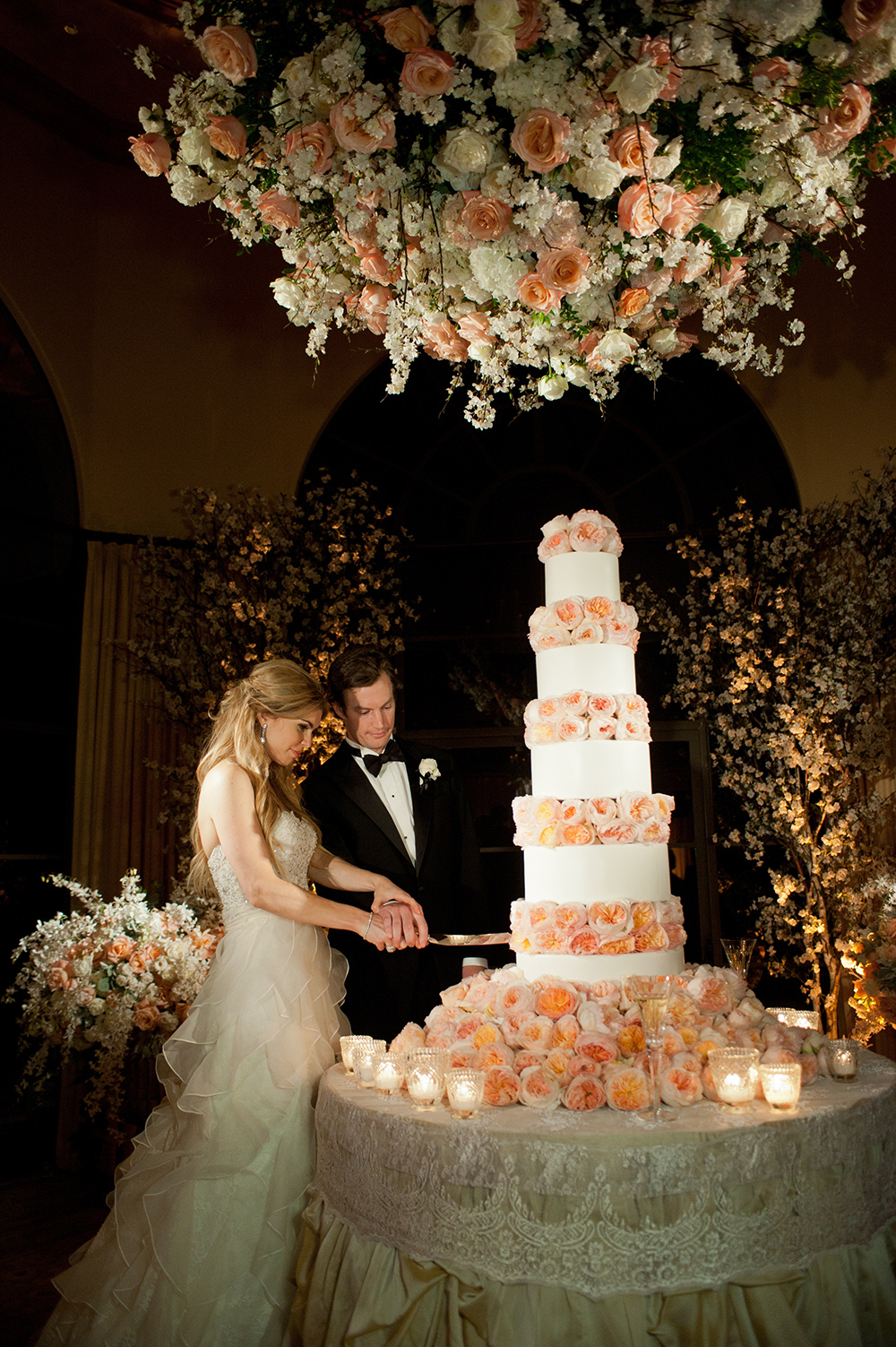 cut wedding cake gorgeous seaside wedding in pelican hill resort 13305