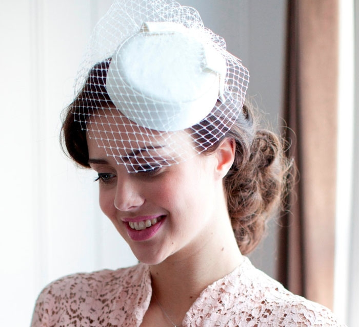 10 Bridal Hats and Fascinators - BridalPulse c6458fb0289