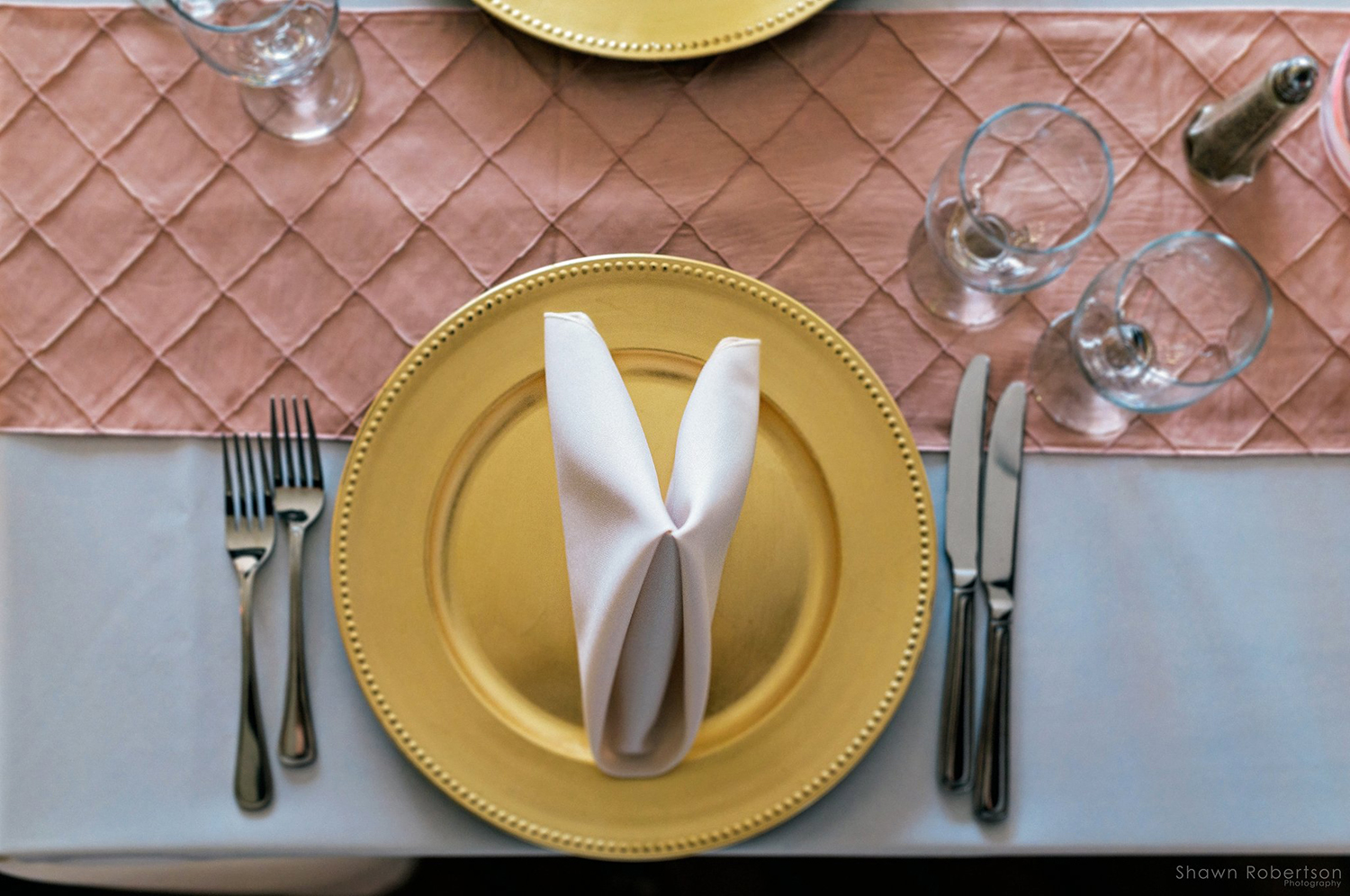 tablesetting blush and gold wedding