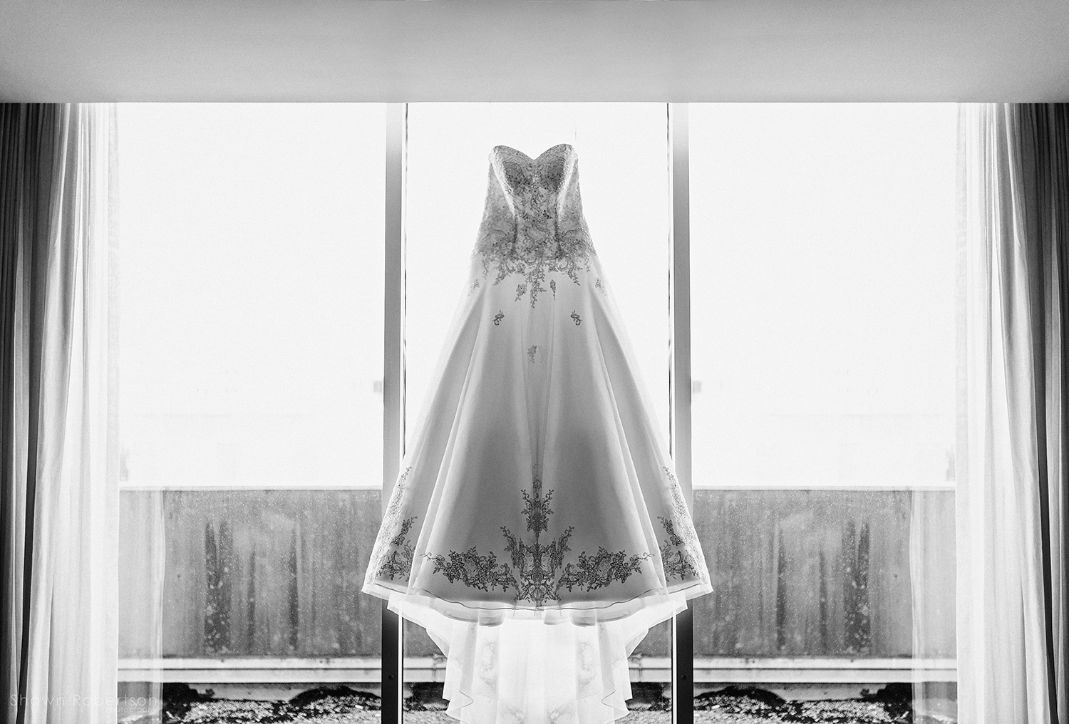 southern rooftop wedding - wedding dress