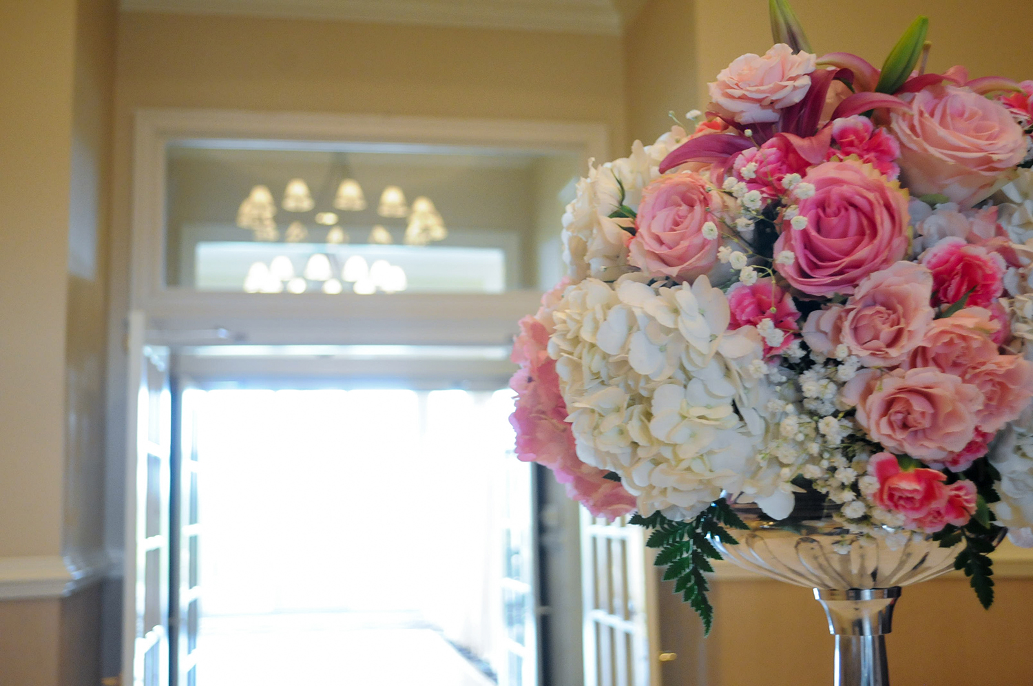 pink and white rose centerpiece at country club wedding