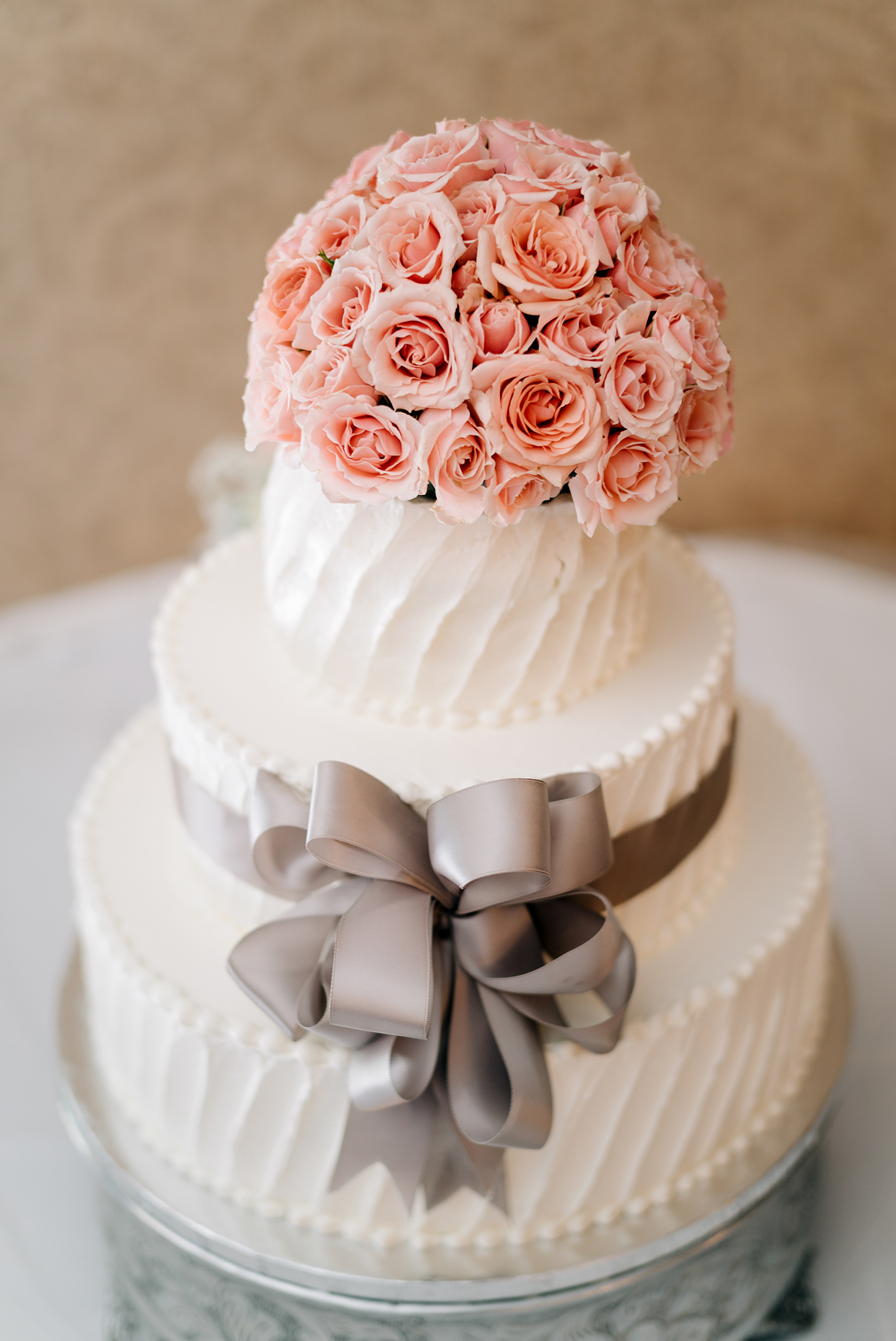 classic romance wedding cake with pink roses