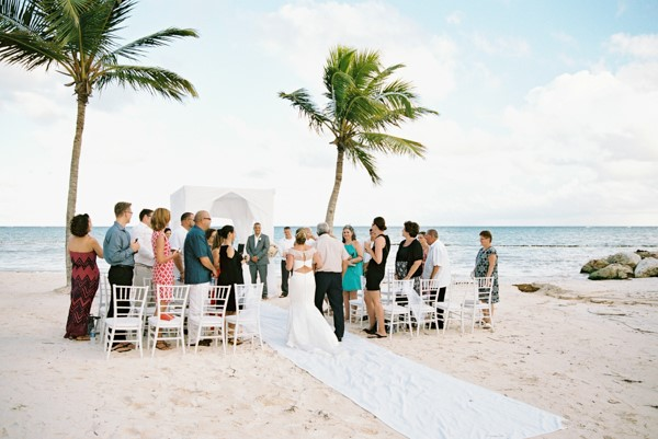 Destination wedding etiquette 8 tips for you and your guests destination wedding etiquette wedding ceremony on the beach junglespirit Image collections