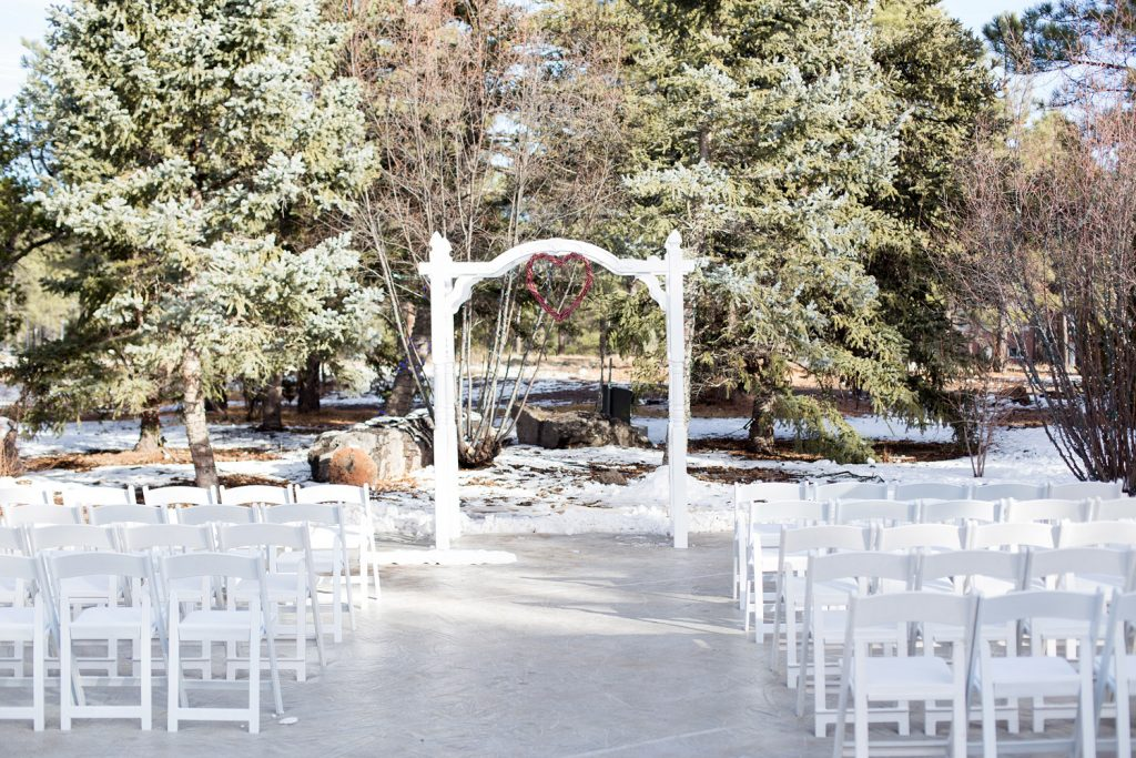 A christmas day winter wonderland wedding in arizona bridalpulse bridalpulse a christmas day winter wonderland wedding in arizona wedding ceremony in the snow junglespirit Image collections