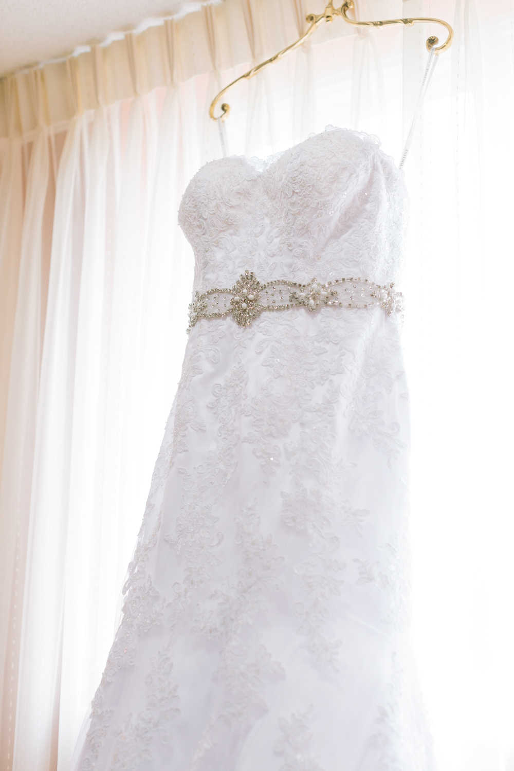 BridalPulse - Golf Lovers' Country Club Wedding - sweetheart strapless wedding dress