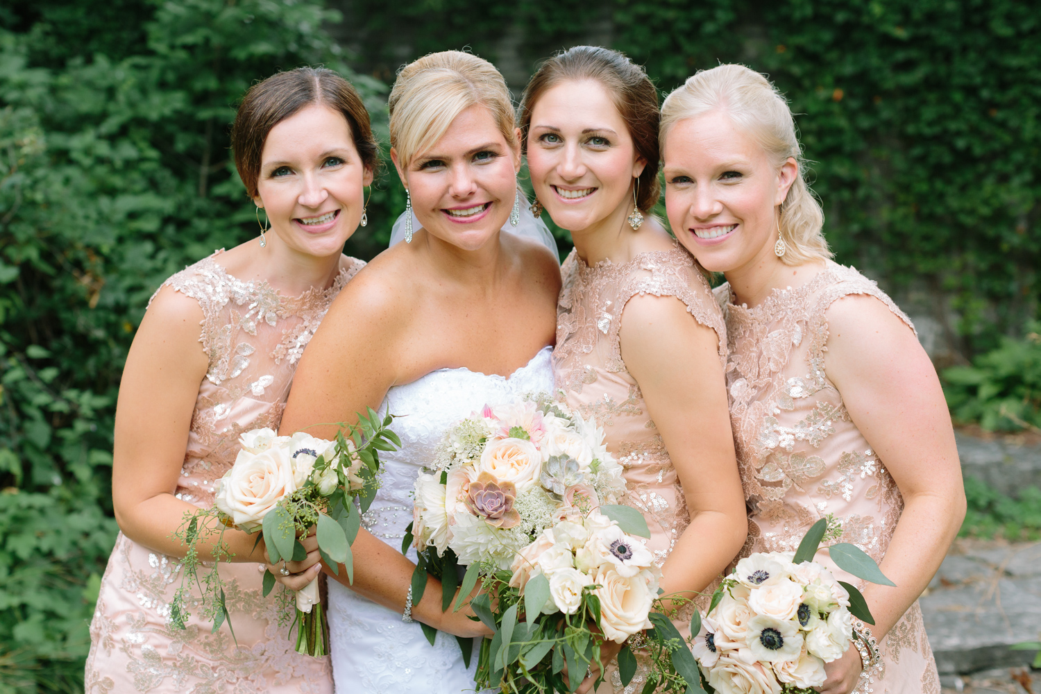 BridalPulse - Golf Lovers' Country Club Wedding - bride and bridesmaids