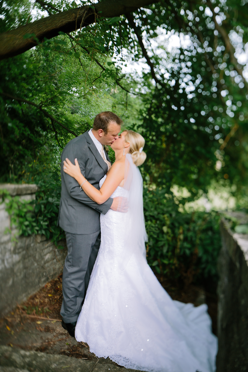 BridalPulse - Golf Lovers' Country Club Wedding - bride and groom