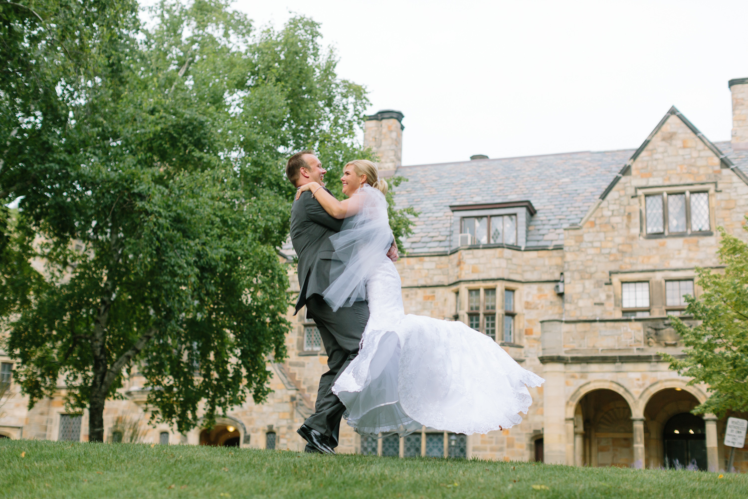BridalPulse - Golf Lovers' Country Club Wedding | couple just married