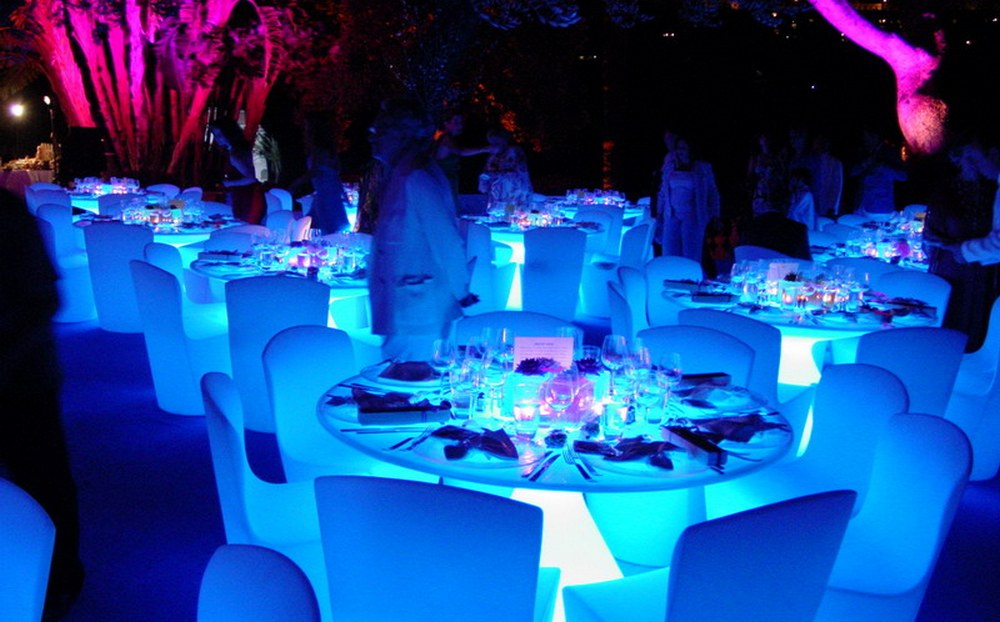 BridalPulse - How to Create Uplighting for Your Wedding - Table Glow effects for an outdoor wedding-