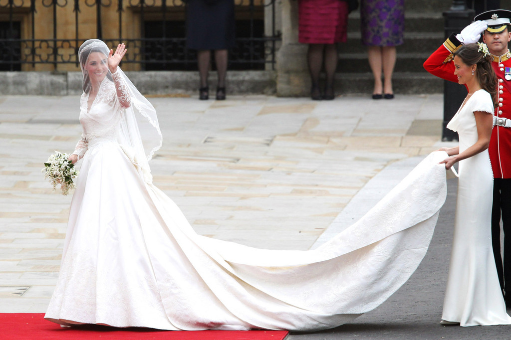 Real Royal Weddings: 25 REAL LIFE PRINCESS' STUNNING ROYAL WEDDING GOWNS