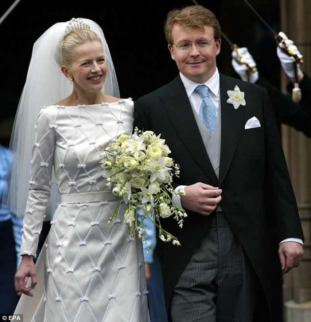 25 REAL LIFE PRINCESS' STUNNING ROYAL WEDDING GOWNS