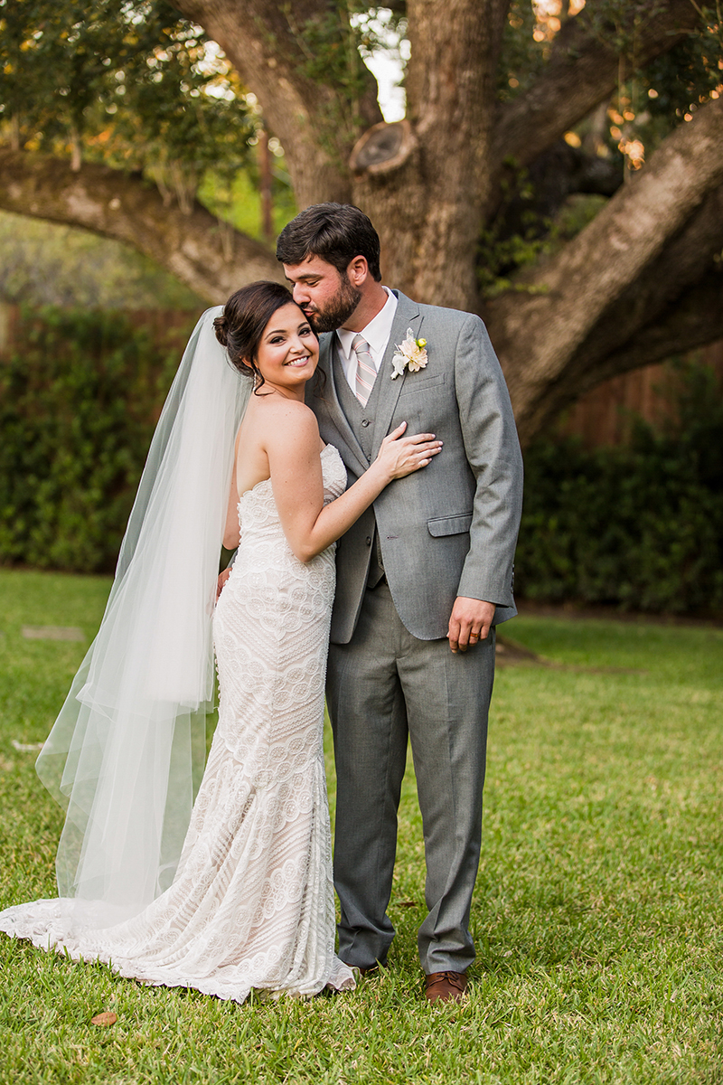 BridalPulse: The Veil Style Guide for Every Type of Bride | Photo: George Street Photo & Video | Follow @bridalpulse for more wedding inspiration!