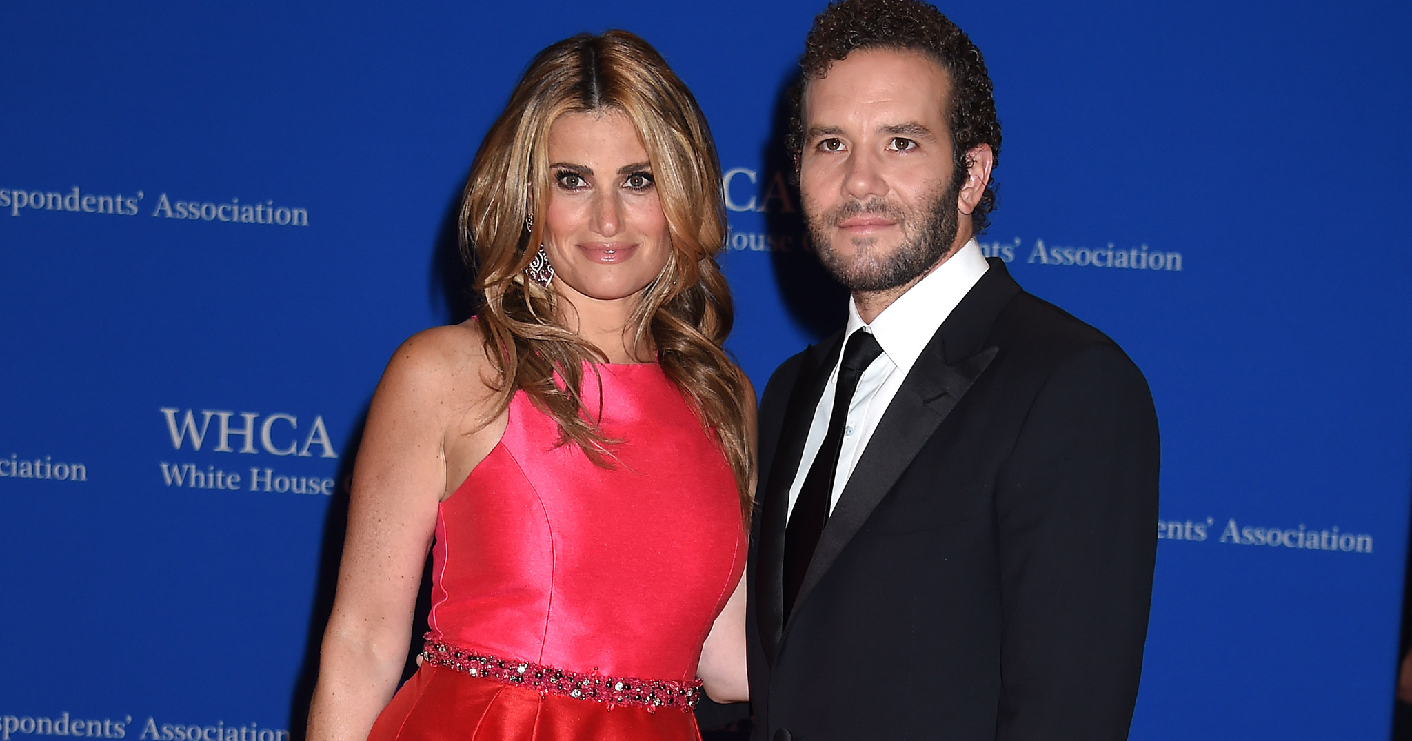 Bridal Pulse: Idina Menzel Marries 'Rent' Co-Star Aaron Lohr | Photo: Splash News | Follow @bridalpulse for more wedding inspiration!