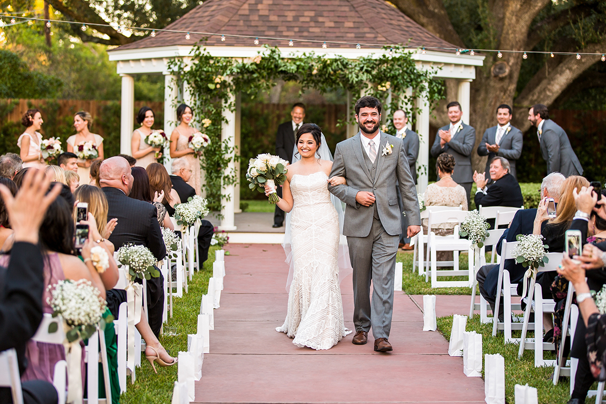 BridalPulse: A Modern Twist on Vintage Décor Was the Theme of This Houston Real Wedding | Photo: Geprge Street Photo & Video | Follow @bridalpulse for more wedding inspiration!