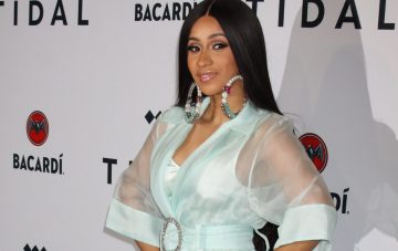BridalPulse: Cardi B's Engagement Ring Is About to Give You All The Engagement Feels | Photo: Splash News | Follow @bridalpulse for more wedding inspiration!