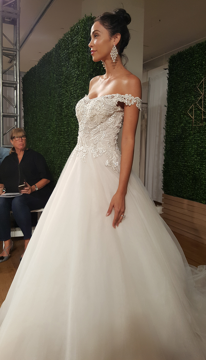 BridalPulse: The 5 Biggest Trends From Bridal Fashion Week Fall 2018 | Follow @bridalpulse for more wedding inspiration!