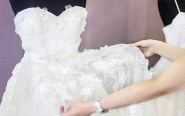 BridalPulse: 10 Things All Brides-to-Be Understand When Wedding Dress Shopping, As Explained In Gifs | Photo: iStock |
