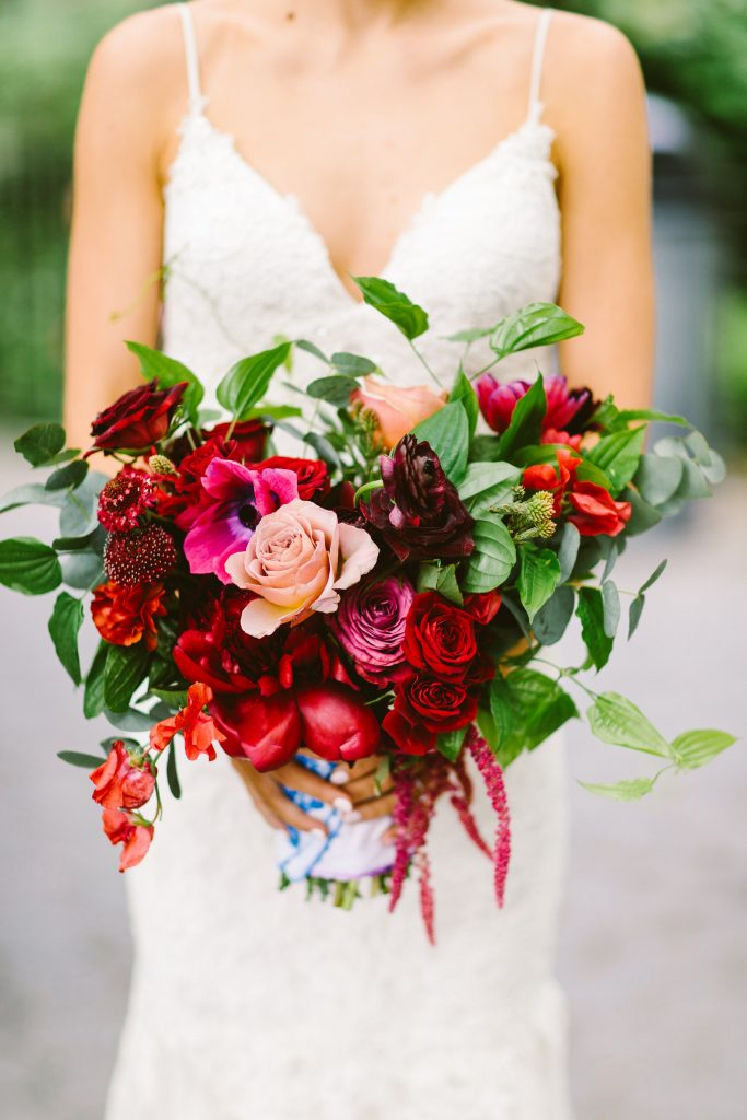 Big Wedding Bouquets are 2018\'s Trend to Watch - BridalPulse