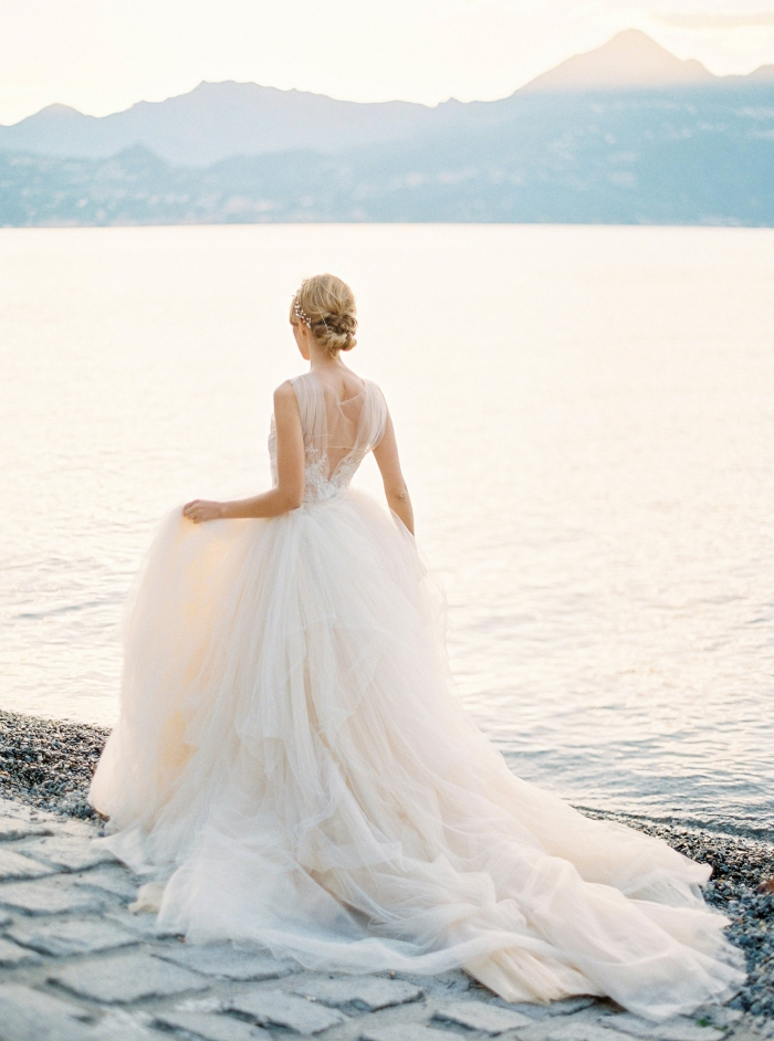 These Magical Tulle Wedding Gowns Will Take Your Breath Away ...
